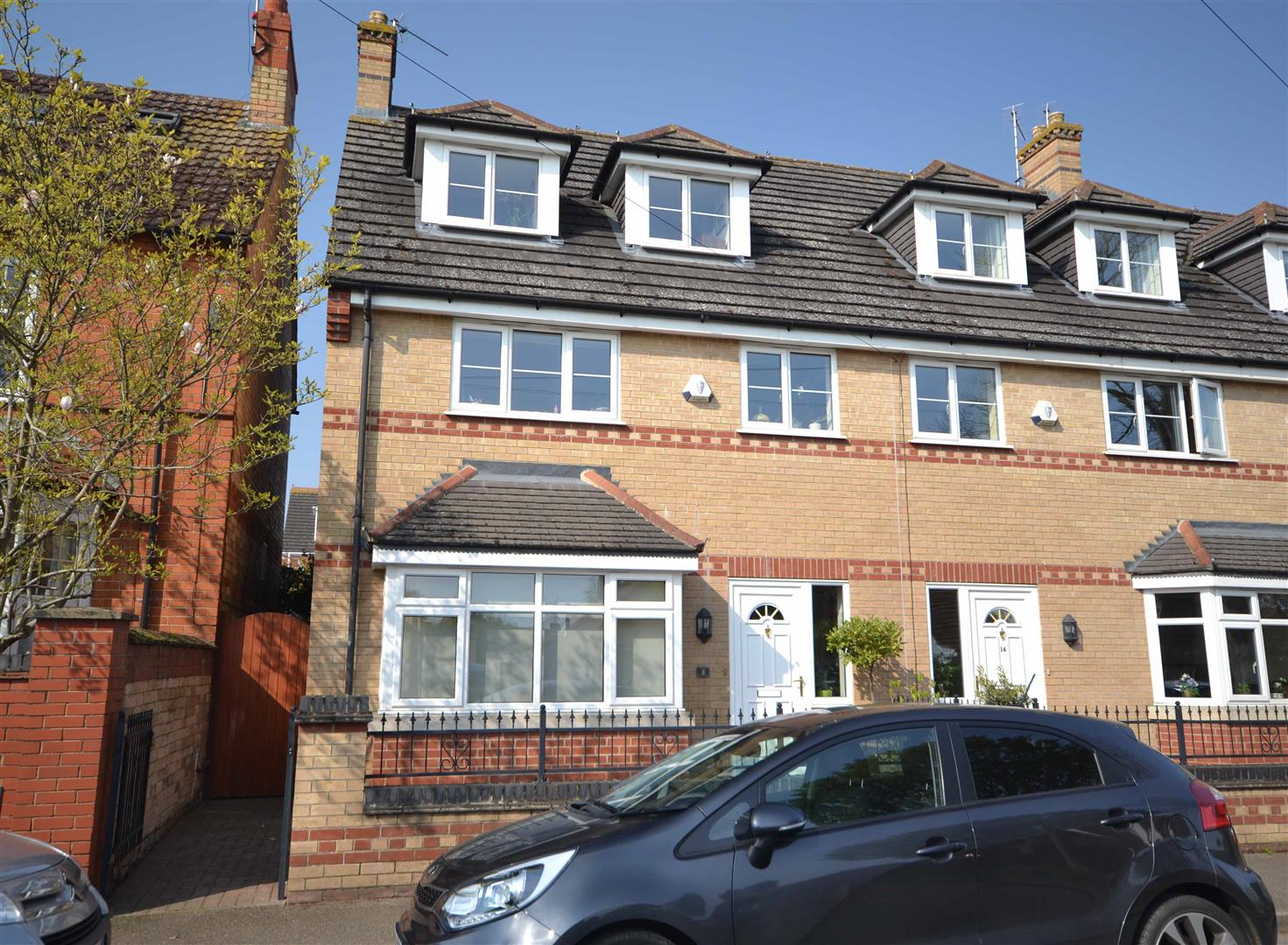 4 Bedroom House - Townhouse -