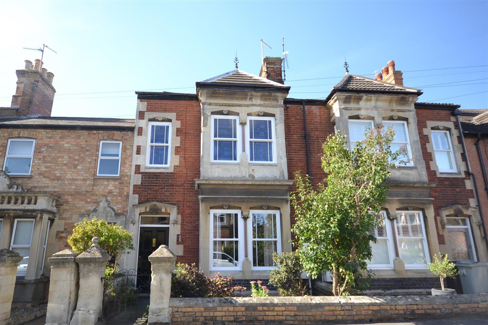 4 Bedroom House - Terraced -