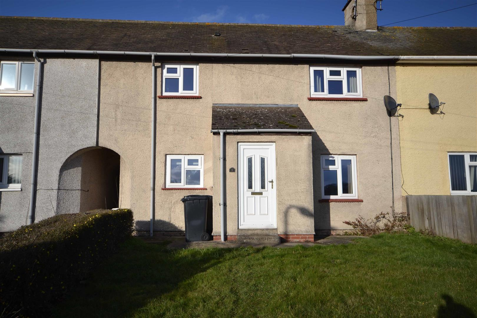 3 Bedroom House - Mid Terrace -