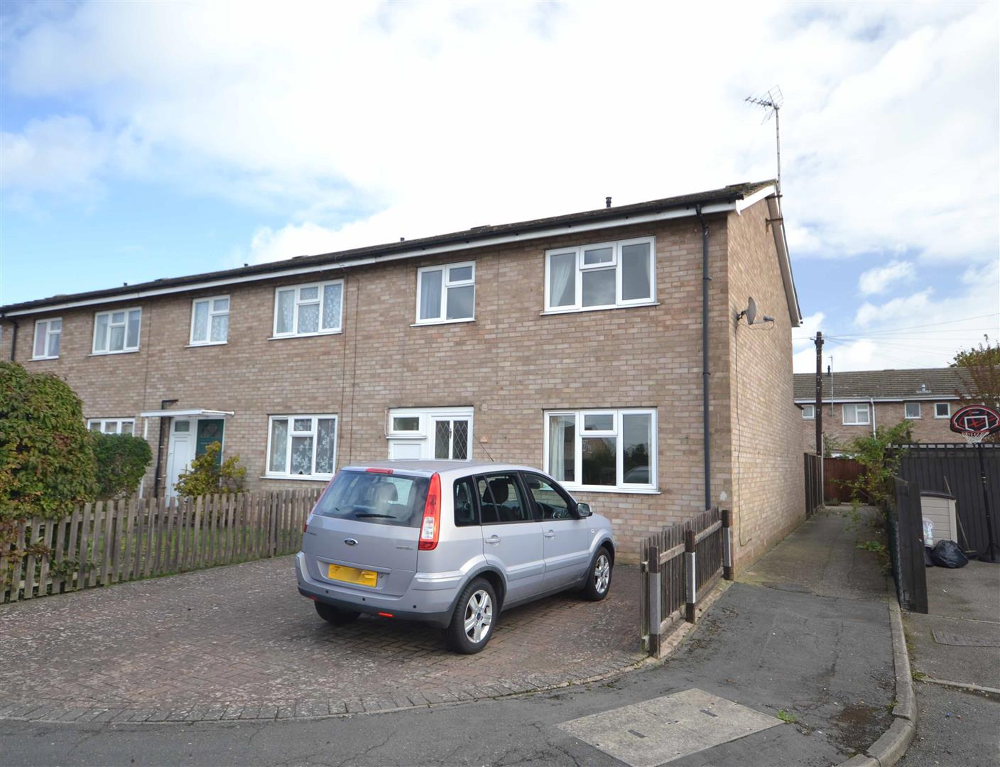 3 Bedroom House - End Terrace -