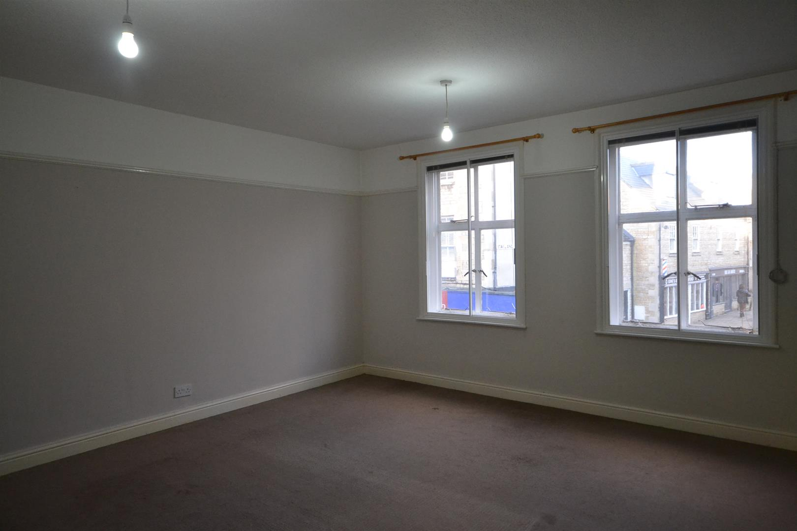 0 Bedroom Apartment - Above Shop -