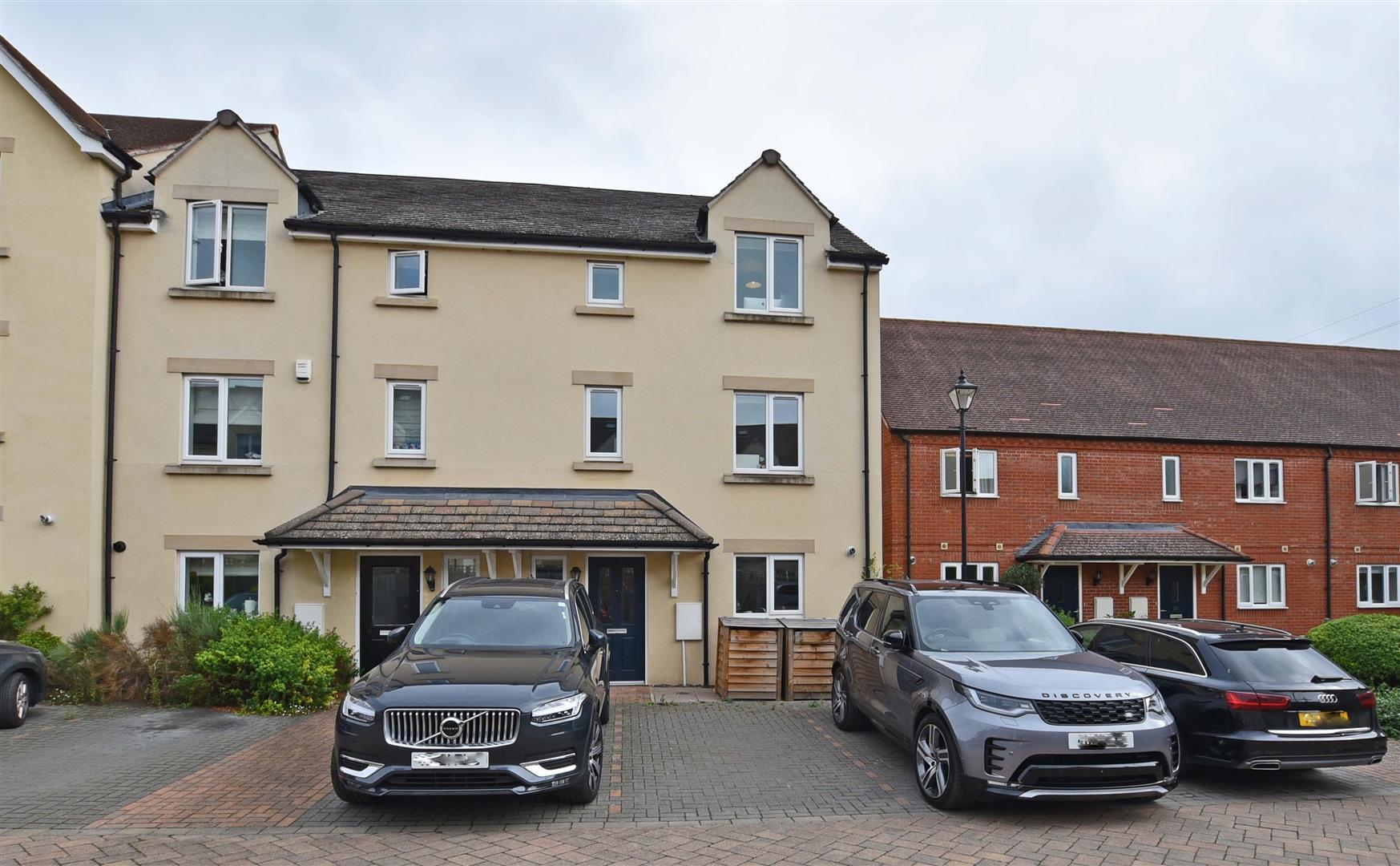4 Bedroom House - End Terrace -